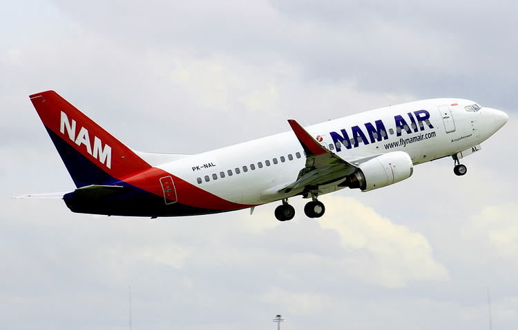 самолет NAM Air